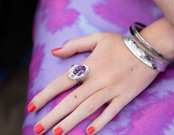 Modal wearing Amythist Cholla wood ring and two textured silver bangles